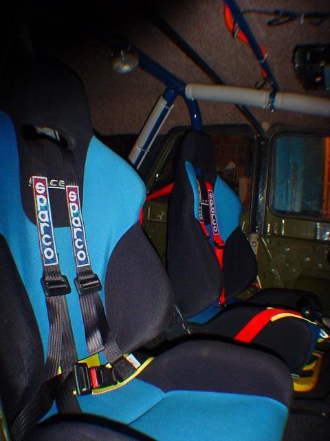 ...надо полностью менять кресла на аналоги спортивных-раллийных с пятиточечными ремнями + каркас безопасности.